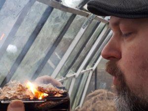 houtmot aansteken